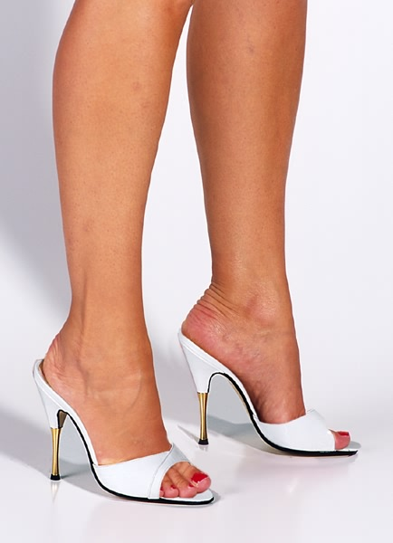 70a7beed1821c1 Classic open-toed mule in patent white leather